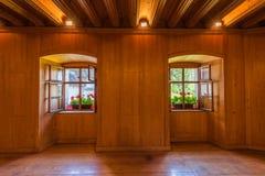 Деревянная комната с Windows Стоковая Фотография