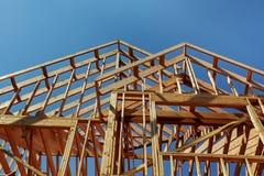 деревянная конструкция крыши, дом, жилищное строительство стоковая фотография rf
