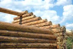 Деревянная конструкция дома от крупного плана взгляда со стороны журналов Стоковая Фотография