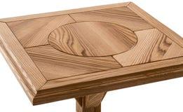 Деревянная коричневая античная таблица конца-вверх изолированная на белой предпосылке Стоковые Изображения