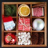 Деревянная коробка с объектами рождества Стоковая Фотография
