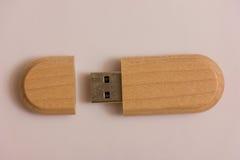 Деревянная коробка с ручкой usb Стоковое Изображение RF