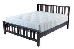 Деревянная кровать с тюфяком Стоковая Фотография