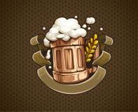 Деревянная кружка пива с и пена иллюстрация вектора