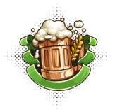 Деревянная кружка пива с пеной и лентой иллюстрация штока