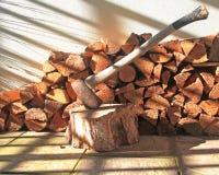 Деревянная куча с осью Стоковое фото RF