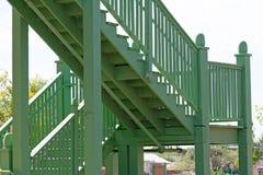 Деревянная лестница на вне здания стоковое фото