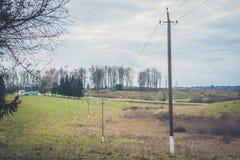 Деревянная линия электропередач столбца Стоковое Изображение