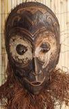 Деревянная маска используемая знахарями и шаманами во время церемоний в Afr стоковые фотографии rf