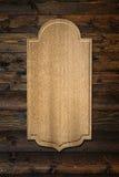 Деревянная металлическая пластинка на стене Стоковое Изображение RF
