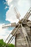 Деревянная мельница в деревне внешнего украинского национального falk исторической Стоковая Фотография RF