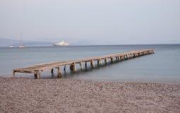 Деревянная мола на пляже Ipsos Стоковые Изображения