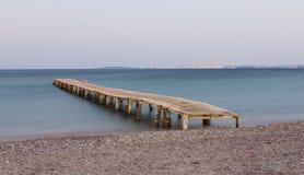 Деревянная мола на пляже Ipsos Стоковое Изображение RF