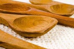Деревянная ложка на предпосылке ткани, ковше Стоковая Фотография RF