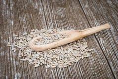 Деревянная ложка с семенами подсолнуха Стоковые Фото