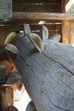 Деревянная ось к традиционной вод-мельнице стоковые фотографии rf