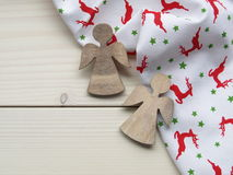 Деревянная предпосылка с ангелами Стоковые Фото