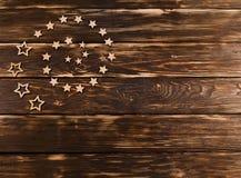 Деревянная предпосылка с звездами рождества сложила в спирали Стоковое фото RF