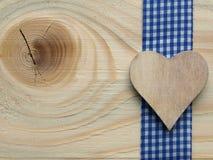 Деревянная предпосылка с проверенной лентой Стоковое Изображение