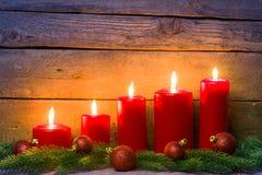 Деревянная предпосылка с свечами рождества Стоковое Фото