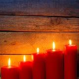 Деревянная предпосылка с свечами рождества Стоковая Фотография