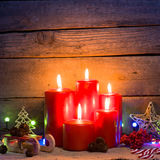 Деревянная предпосылка с свечами рождества Стоковое Изображение RF