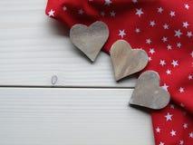 Деревянная предпосылка с сердцами Стоковые Изображения RF
