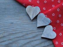 Деревянная предпосылка с сердцами Стоковое Изображение RF