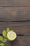 Деревянная предпосылка таблицы с пищевыми ингредиентами Стоковая Фотография RF