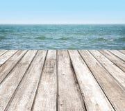 Деревянная пристань с голубым морем Стоковое Изображение