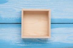 Деревянная пустая коробка на предпосылке Стоковое Фото