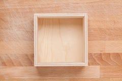 Деревянная пустая коробка на предпосылке Стоковые Изображения RF