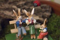 Деревянная семья зайчика внешняя Стоковая Фотография