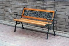 Деревянная скамья в парке Стоковые Фото