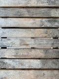 Деревянная скамья с грубым и пятном стоковая фотография rf