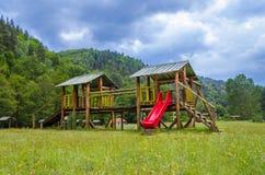 Деревянная спортивная площадка детей в парке стоковая фотография rf