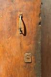 Деревянная старая дверь в Италии Стоковые Изображения