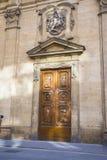 Деревянная старая итальянская дверь Стоковые Изображения