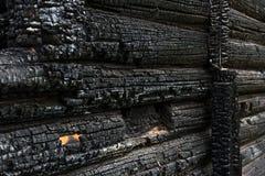 Деревянная стена предусматриванная в золе стоковая фотография rf