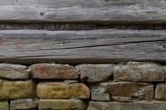 Деревянная стена с каменным учреждением Стоковое Фото