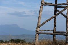 Деревянная сторожевая башня в горах Стоковое Изображение RF