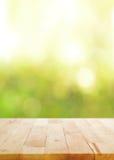 Деревянная столешница на абстрактной предпосылке bokeh Стоковая Фотография