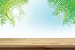 Деревянная столешница на предпосылке неба лета тропической с зеленым кокосом выходит Стоковые Изображения RF