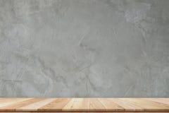 Деревянная таблица полки Стоковые Фотографии RF