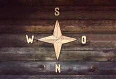 Деревянная текстура с компасом Стоковое Фото
