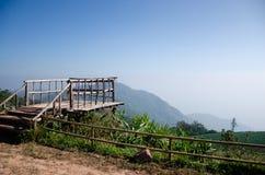Деревянная точка зрения холма стоковое фото