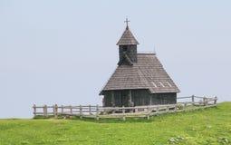 Деревянная церковь для фермеров, Velika Planina, Словения Стоковое фото RF
