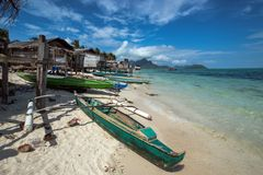 Деревянная шлюпка на seashore стоковое фото rf