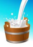 Деревянное ведерко с молоком льет на бело- иллюстрации вектора Стоковые Фото