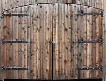деревянное двери выдержанное двойником Стоковые Фото